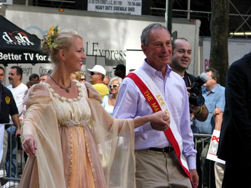 Poloneza czas zacząć. Burmistrz Bloomberg stara się jak może.