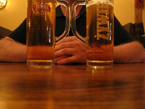 Finał w Karczmie na Greenpoincie - piwo Żywiec, tatar, smalec z ogórkami.